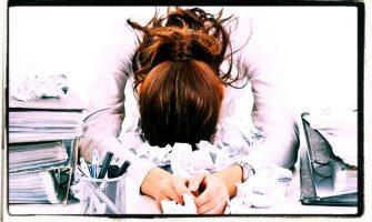 Come affrontare lo stress e persone difficili al lavoro usando l'intelligenza emotiva